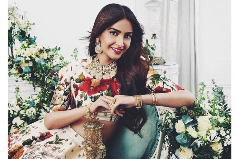 10 looks of sonam kapoor that have us drooling cutacut for Bano re bano meri chali sasural ko