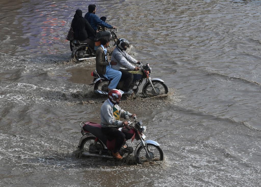 Karachi rain precautionary measures
